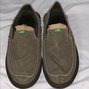 EUC Men's Sanuk Size 7 shoes. Khaki green color